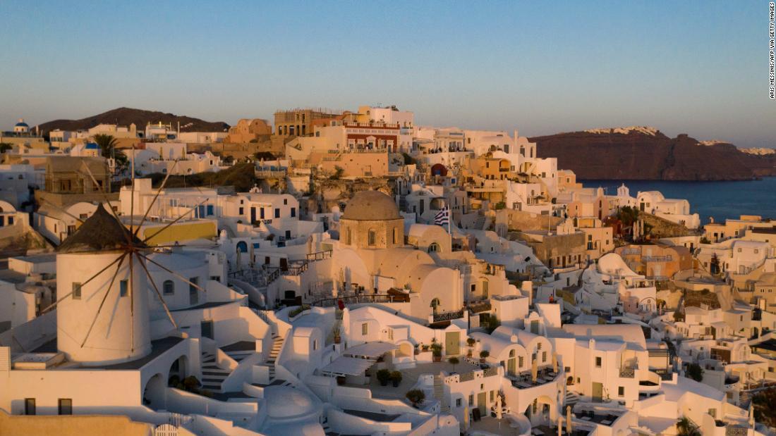 Apa yang terjadi di Santorini ketika 'mesin' pariwisata berhenti