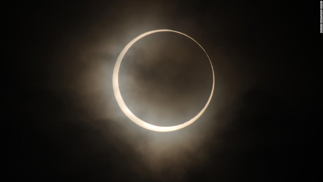 Gerhana matahari 2020: Lihat gerhana annular bulan Juni pada hari Minggu