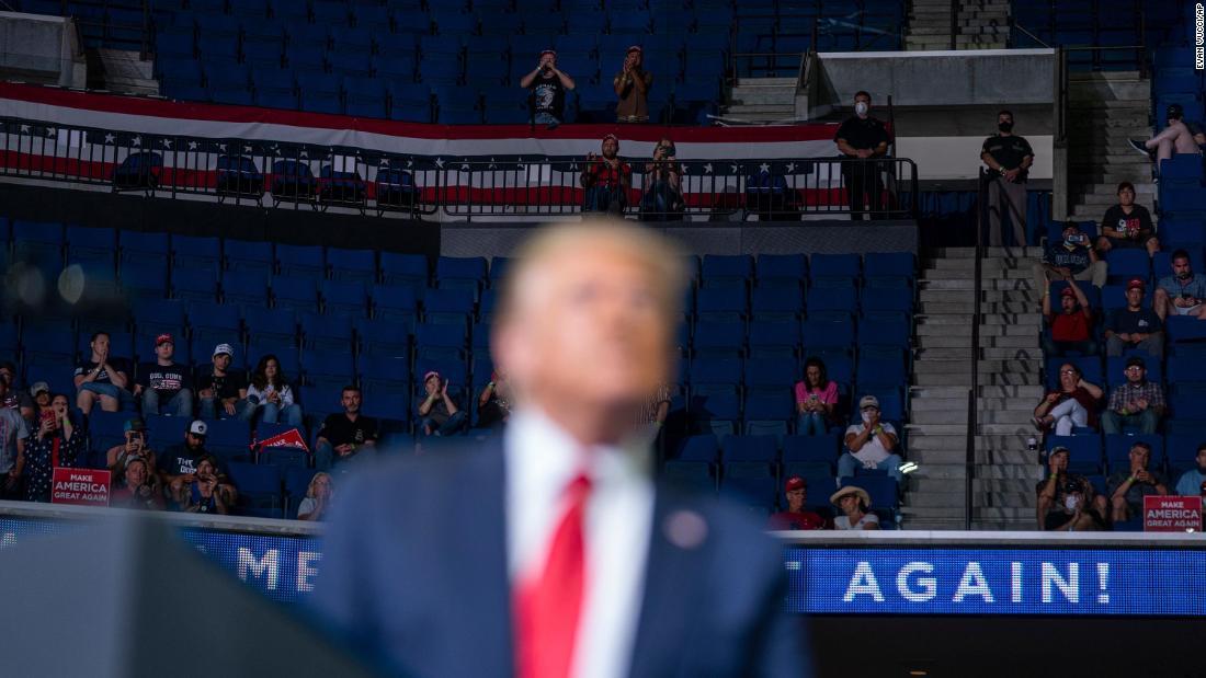 Pengguna TikTok mengendalikan kampanye Trump selama reli Tulsa