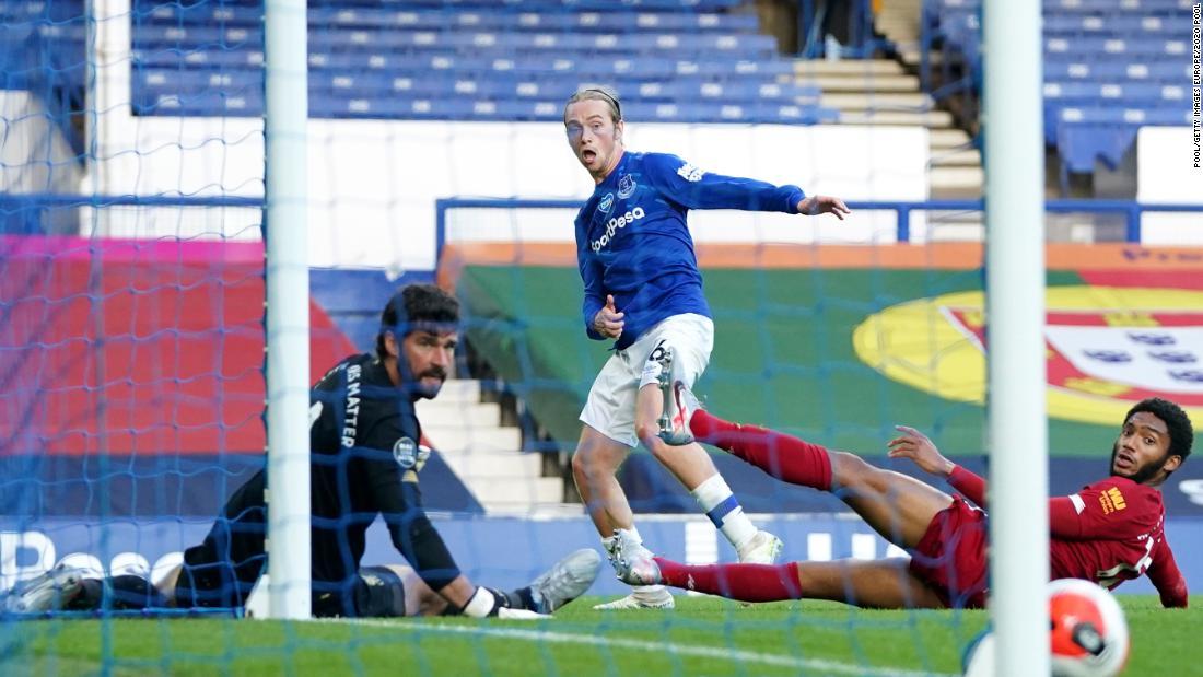 Everton memegang biaya gelar Liverpool di derby Merseyside tanpa gol