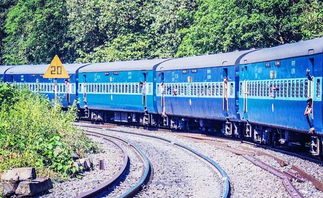 Uttarakhand Man Mendapat COVID + ve Text On Train, 20 Penumpang Dikarantina