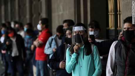 Meksiko dan beberapa bagian Brasil dibuka kembali setelah dikunci - meskipun ada kasus coronavirus yang melonjak