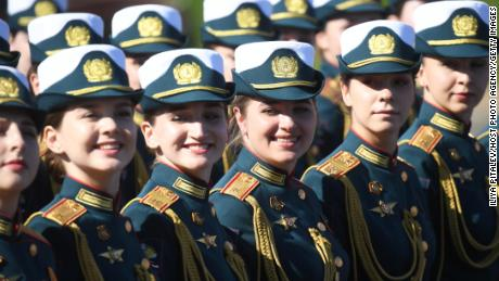 Formasi parade sebelum pawai melalui Lapangan Merah Moskow.