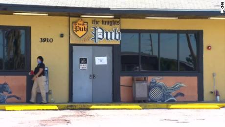 Lisensi Orlando bar liquor ditangguhkan setelah puluhan pelanggan dan pekerja positif mengidap coronavirus