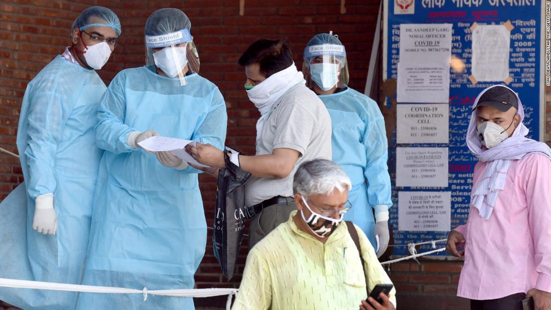 Ketika Delhi menjadi ibukota coronavirus India, rumah sakitnya berjuang untuk mengatasinya