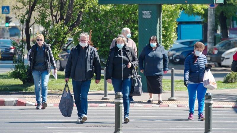 Covid-19 kali mengharuskan orang Amerika untuk memakai topeng setiap saat