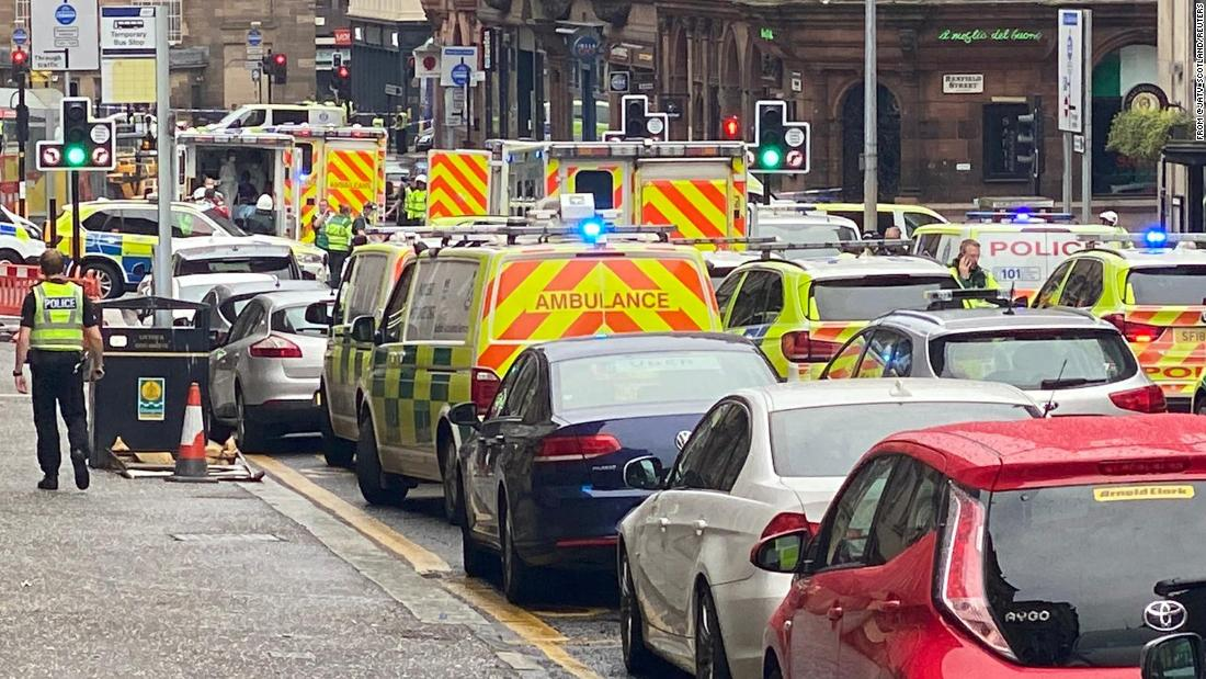 Insiden penikaman: tersangka menembak polisi bersenjata di pusat kota Glasgow