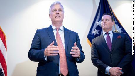 Penasihat Keamanan Nasional, Robert O, Brien, kiri, dan Rick Grenell sudah saling kenal karena keduanya bekerja di pemerintahan George W. Bush.