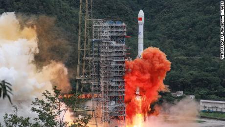 Pesaing GPS China Beidou sekarang beroperasi penuh setelah satelit final diluncurkan