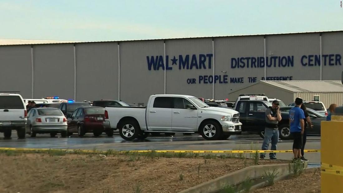 Setidaknya 2 tewas, 4 terluka dalam penembakan di pusat distribusi Walmart California, kata para pejabat