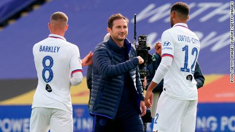 Manajer Chelsea Frank Lampard (tengah) mengatakan timnya tidak bermain bagus. Namun The Blues masih mengalahkan Leicester.