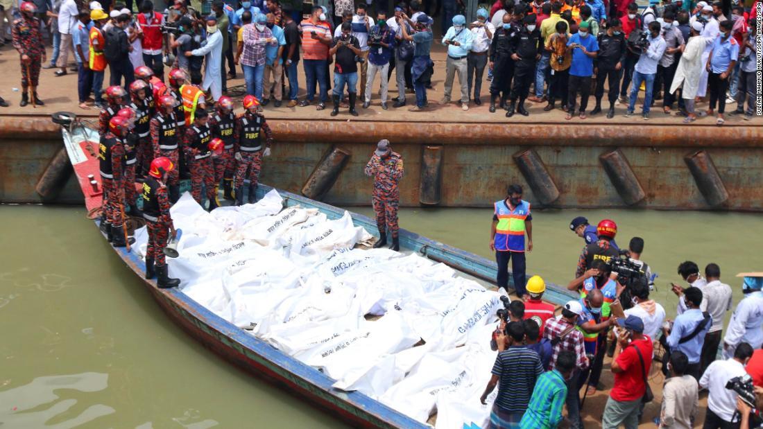 Tabrakan di Bangladesh menewaskan setidaknya 32, saat kapal tenggelam dalam 20 detik