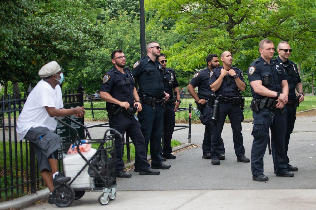 911 waktu respons dapat meningkat jika jumlah NYPD dipotong: sumber