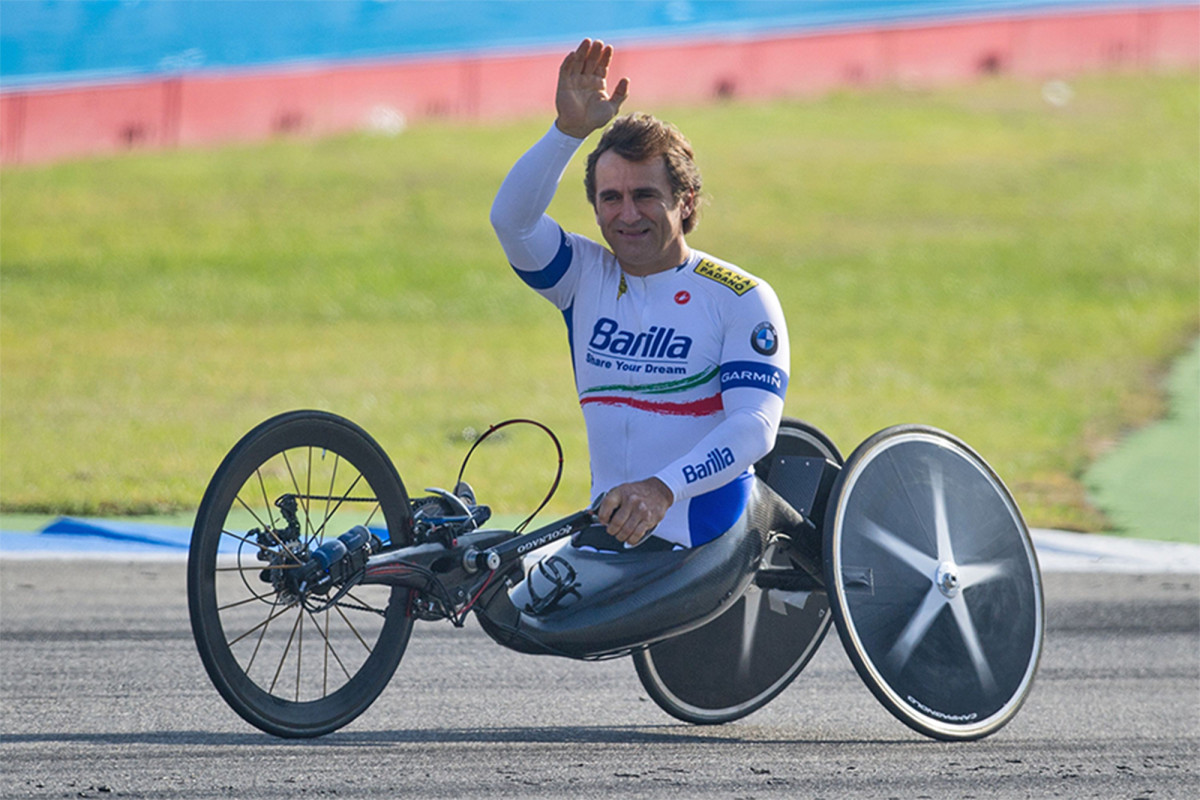 Alex Zanardi dalam keadaan koma yang diinduksi secara medis setelah kecelakaan mengerikan di Italia