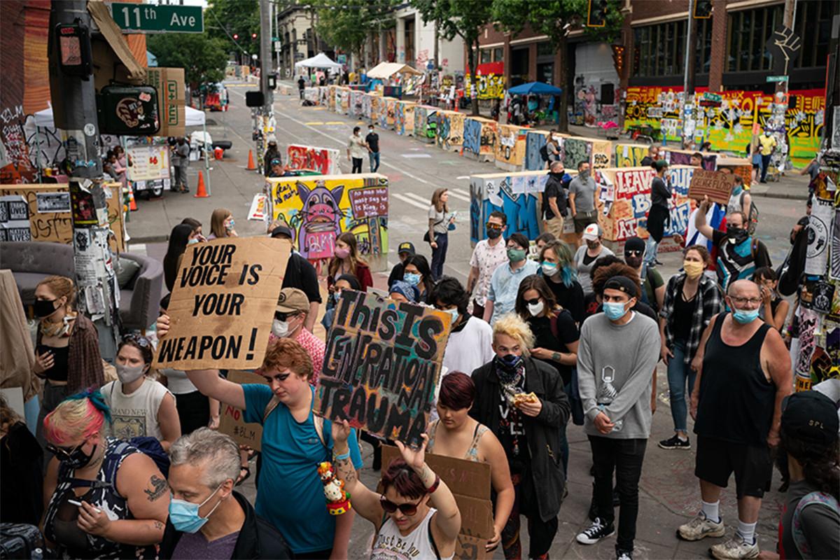 Bisnis dan penduduk Seattle menuntut kota di atas zona 'CHOP'