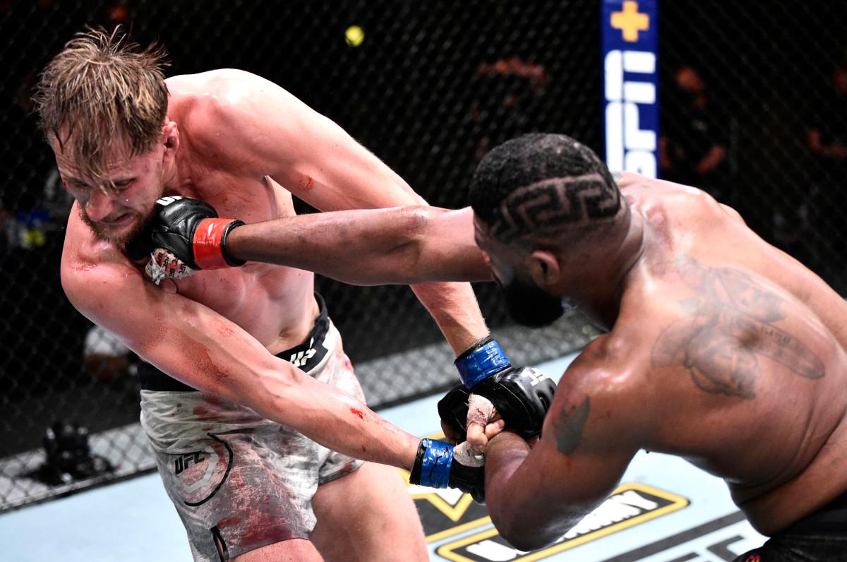 Curtis Blaydes mengalahkan Alexander Volkov untuk kemenangan UFC keempat berturut-turut