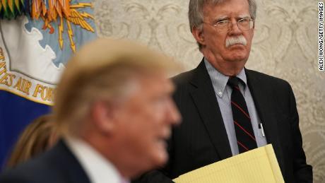 Meruntuhkan akun Bolton tentang Gedung Putih dalam kekacauan