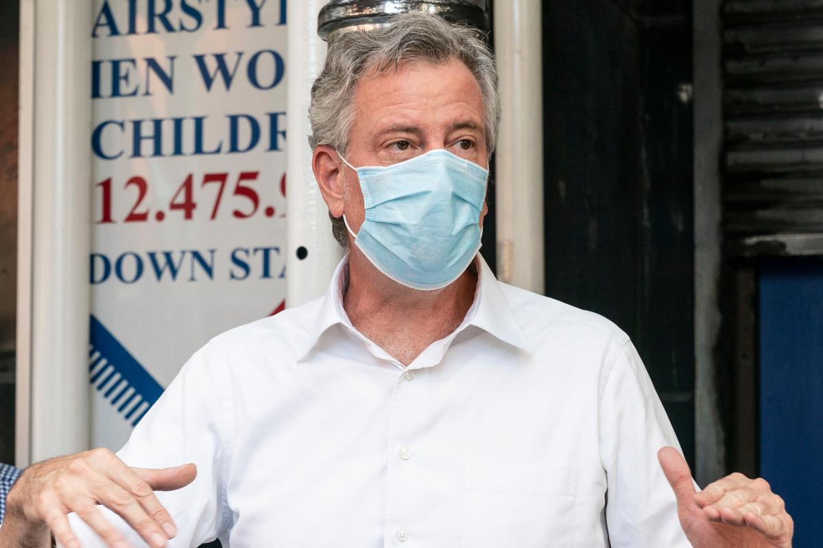 De Blasio dapat memberhentikan 22.000 karyawan kota di belakang coronavirus