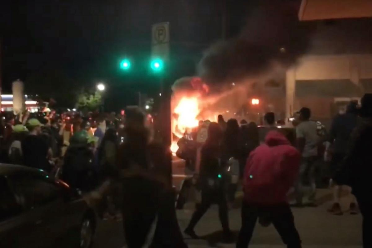 Demonstran anti-polisi membuat Portland 'terlihat seperti zona perang'