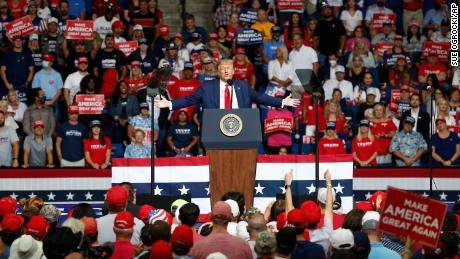 Trump menyebarkan kebohongan baru tentang penipuan pemilih yang didukung asing, memicu kekhawatiran pemilihan yang dicurangi & # 39; November ini