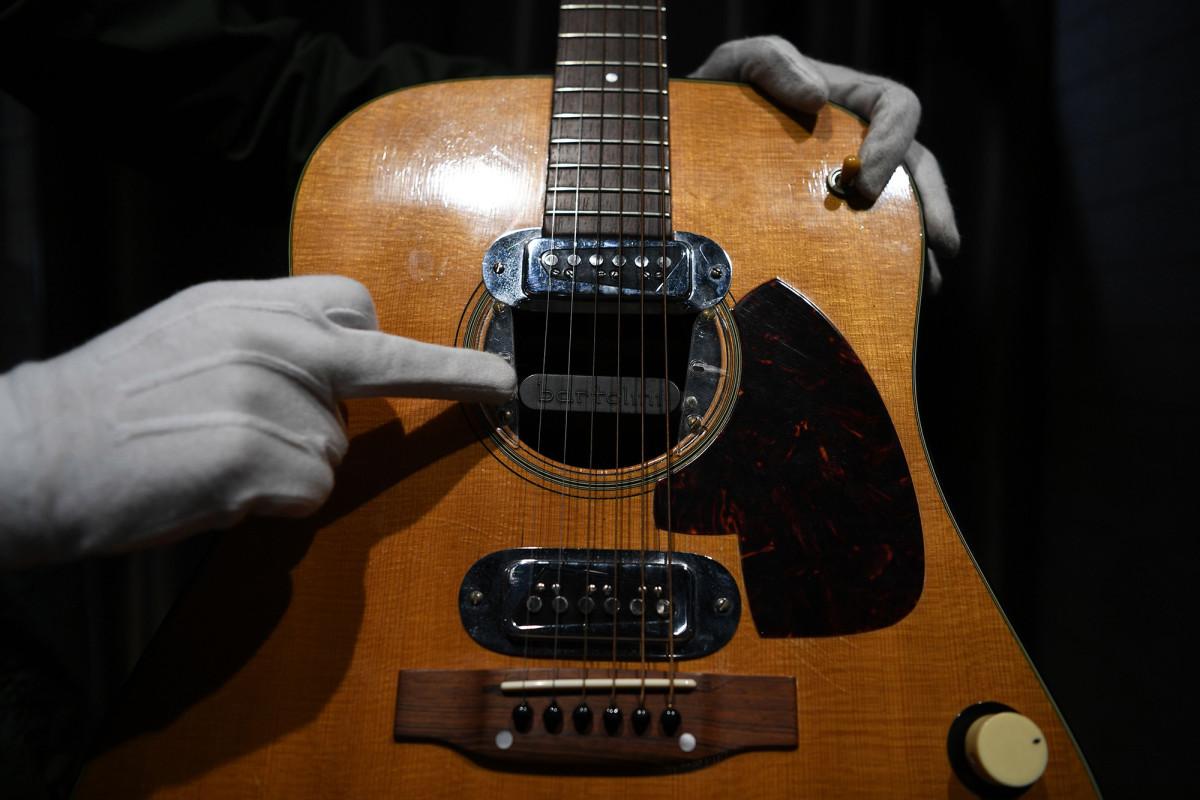 Gitar Kurt Cobain 'MTV Unplugged' dijual seharga $ 6 juta di lelang