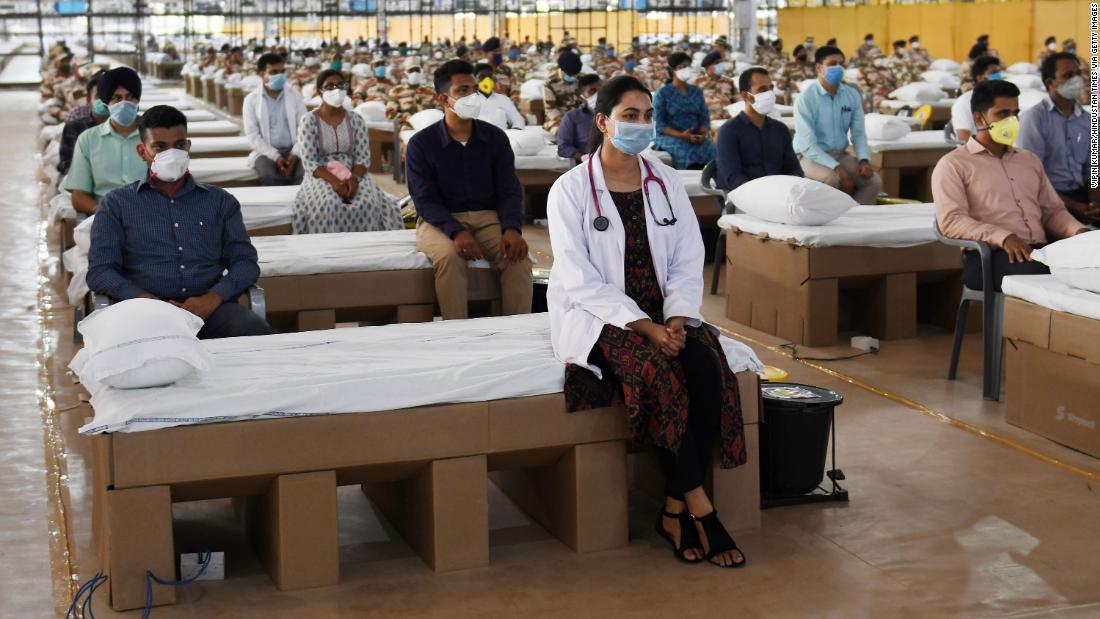 India coronavirus: Nation membuka salah satu rumah sakit terbesar di dunia