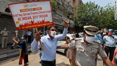 Ketegangan antara Cina dan India merambah ke bisnis global