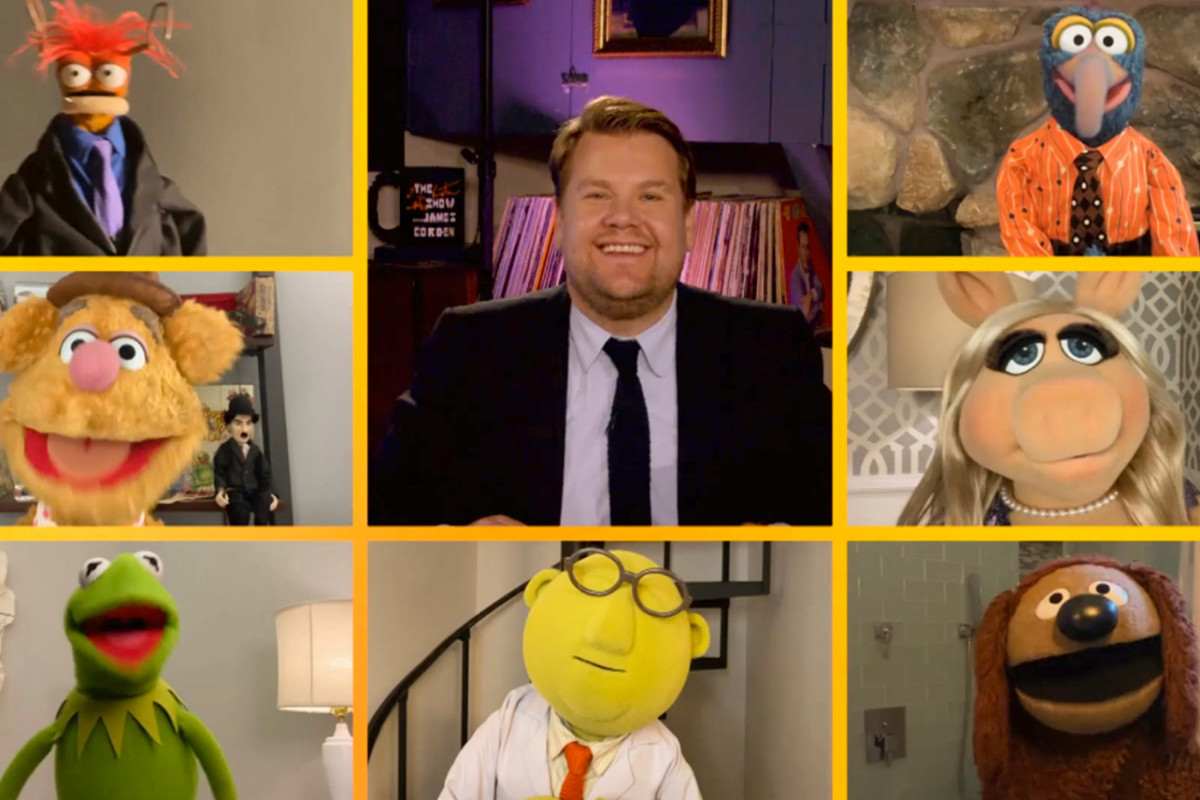 "James Corden dan The Muppets Memberikan Friday Pick-Me-Up dengan Kinerja ""A Little Help From My Friends"""