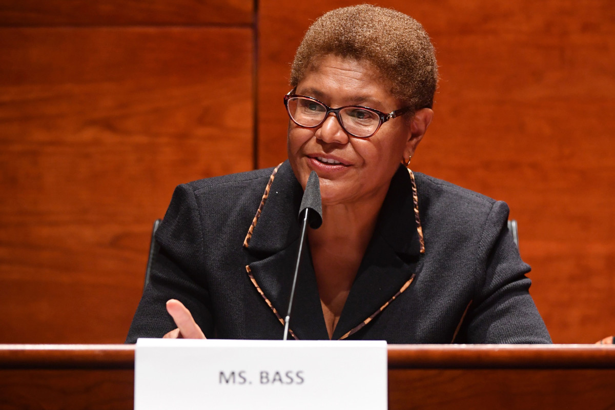 Joe Biden meminta Rep. Karen Bass untuk menjalani proses pemeriksaan VP: laporkan