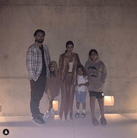 Kourtney Kardashian bersama Scott Disick dan anak-anak