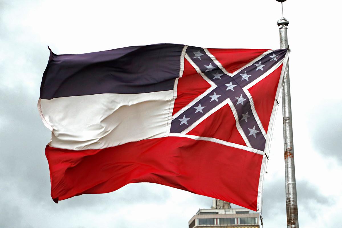 Pols Mississippi memberikan suara untuk menghapus simbol Konfederasi dari bendera negara