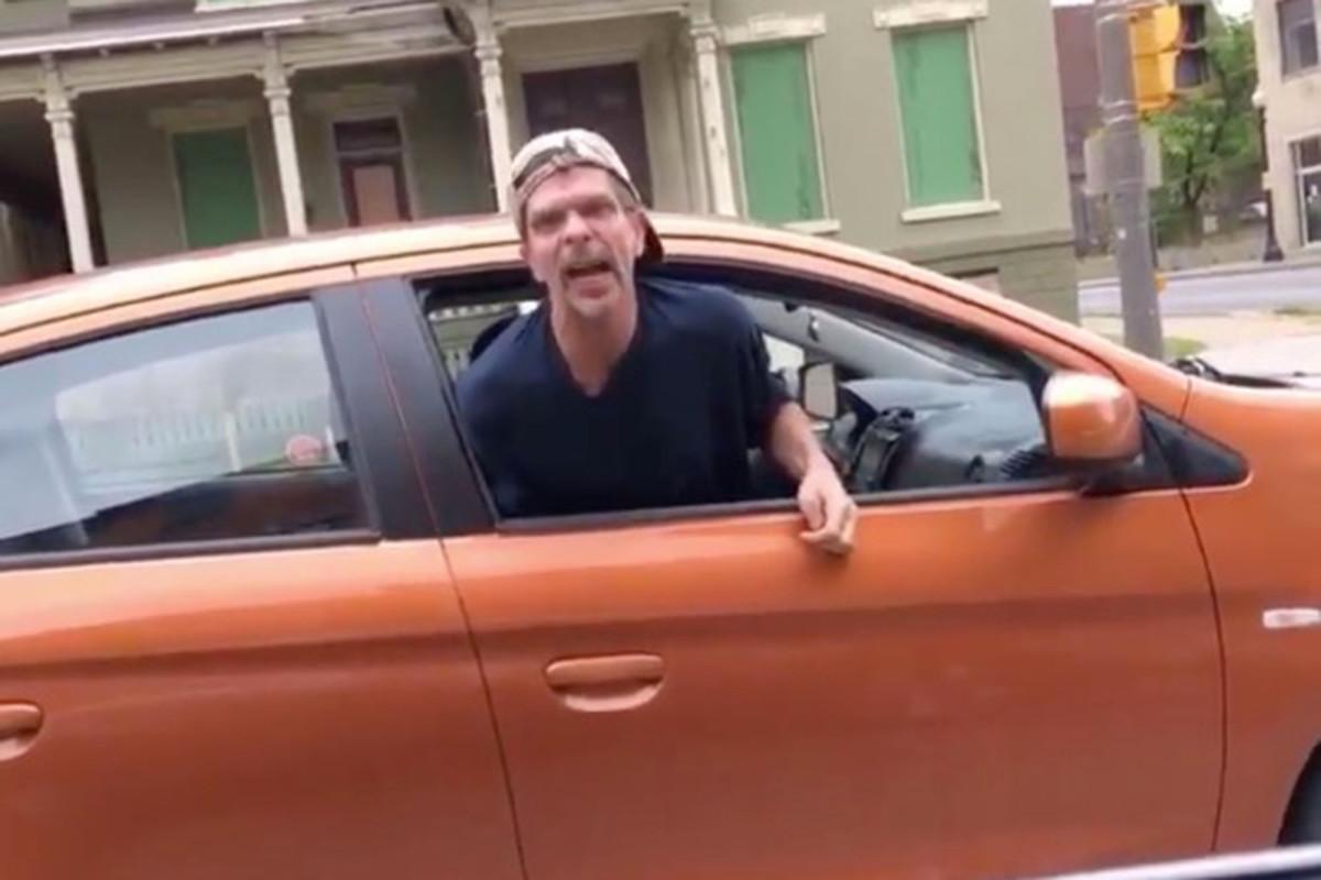 Pria NY bagian utara tertangkap di video meneriakkan kata-N pada pengemudi hitam