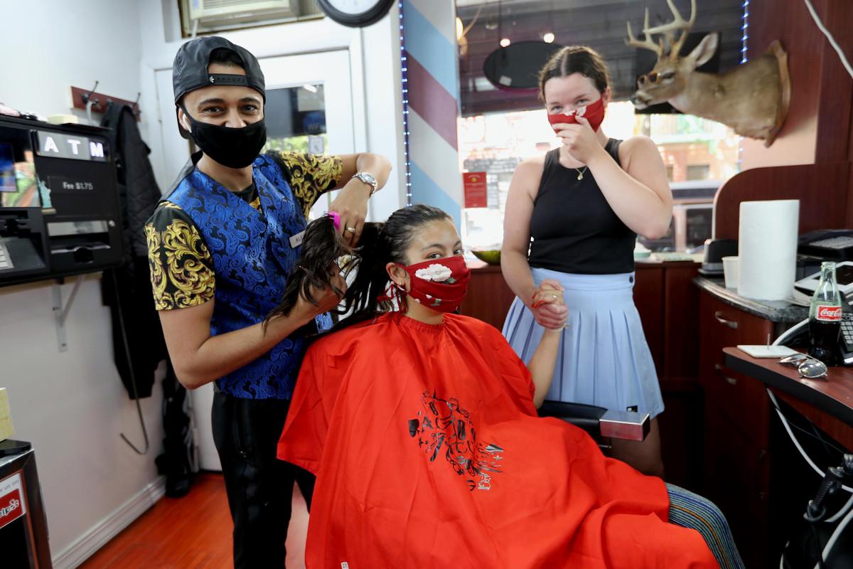 Tukang cukur NYC merencanakan DJ, stocked bar untuk merayakan pembukaan kembali