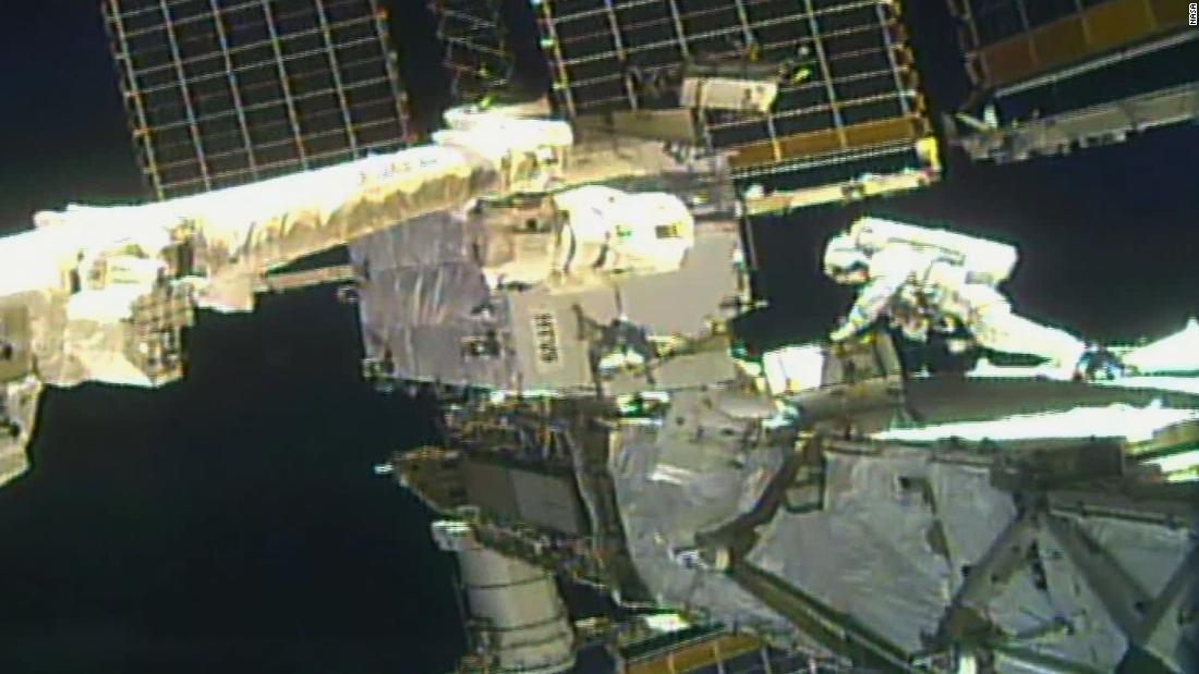 Para astronot NASA melakukan perjalanan luar angkasa kedua untuk peningkatan daya stasiun ruang angkasa