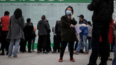 80 juta orang Cina mungkin sudah kehilangan pekerjaan. 9 juta lebih akan segera bersaing untuk mendapatkan pekerjaan, juga