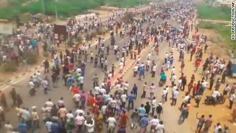 Pengadilan India menghentikan ekspansi pabrik tembaga setelah protes mematikan