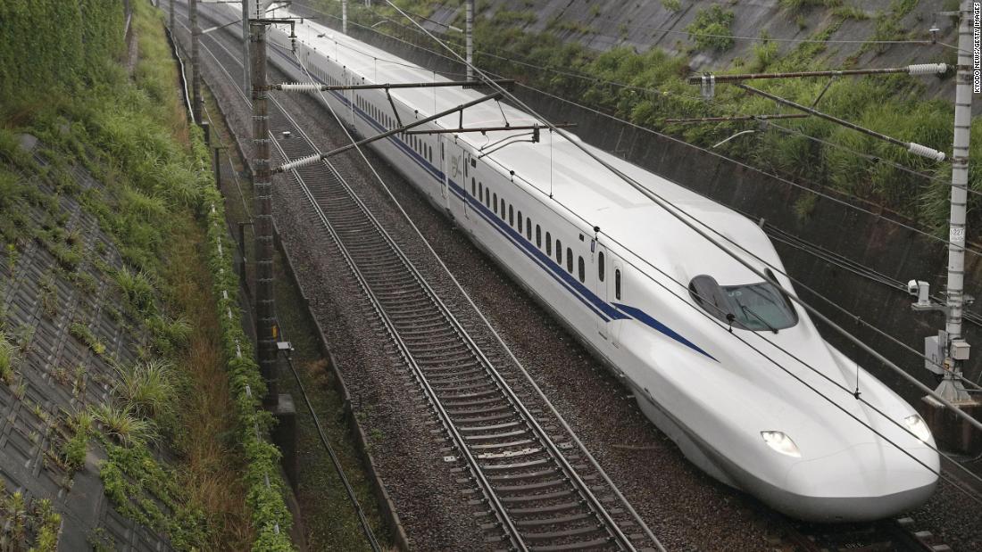 Jepang meluncurkan kereta peluru Shinkansen baru