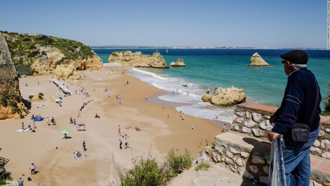Portugal membanting keputusan Inggris untuk tidak memasukkan daftar karantina sebagai 'absurd'