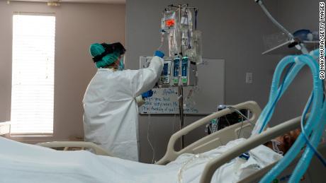 2 kabupaten Texas mendesak penduduk untuk berlindung di tempat ketika rumah sakit mencapai kapasitas