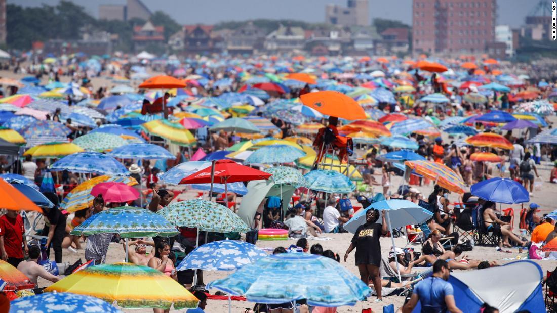 Virus corona AS: Florida mencatat rekor kasus baru yang tinggi ketika negara menandai Empat Juli yang berbeda