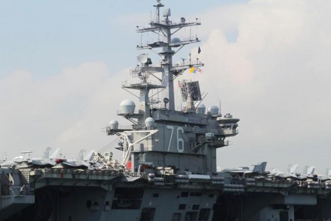 FOTO FILE: Kapal induk Angkatan Laut AS USS Ronald Reagan terlihat selama kunjungannya ke Hong Kong, Cina 21 November 2018. REUTERS / Yuyang Wang