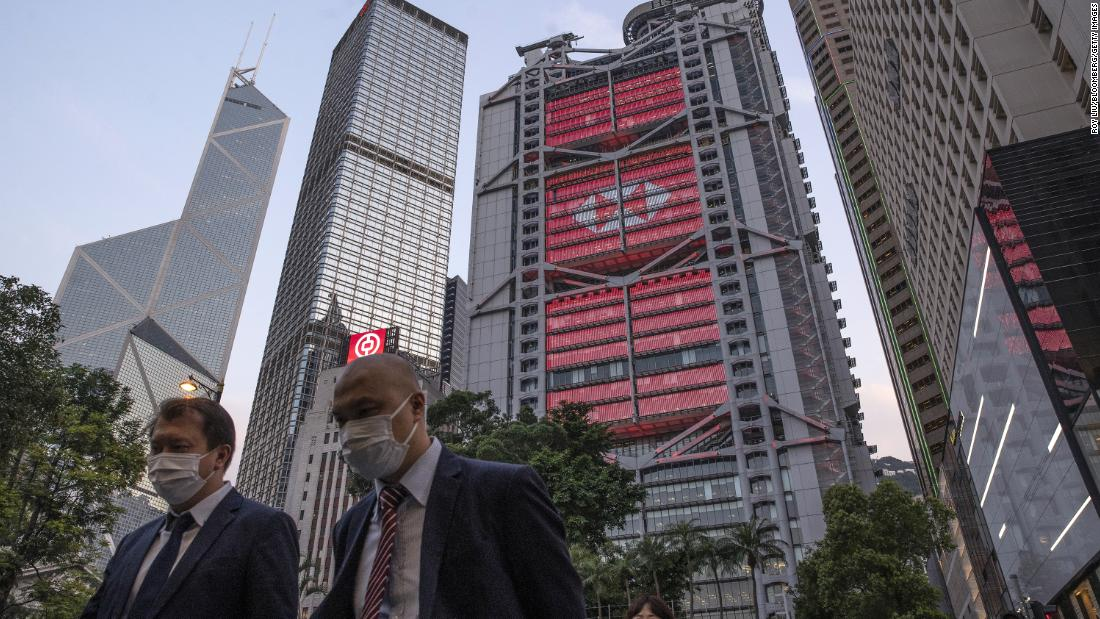 HSBC mungkin harus memilih antara Timur dan Barat karena Cina memperketat cengkeramannya di Hong Kong