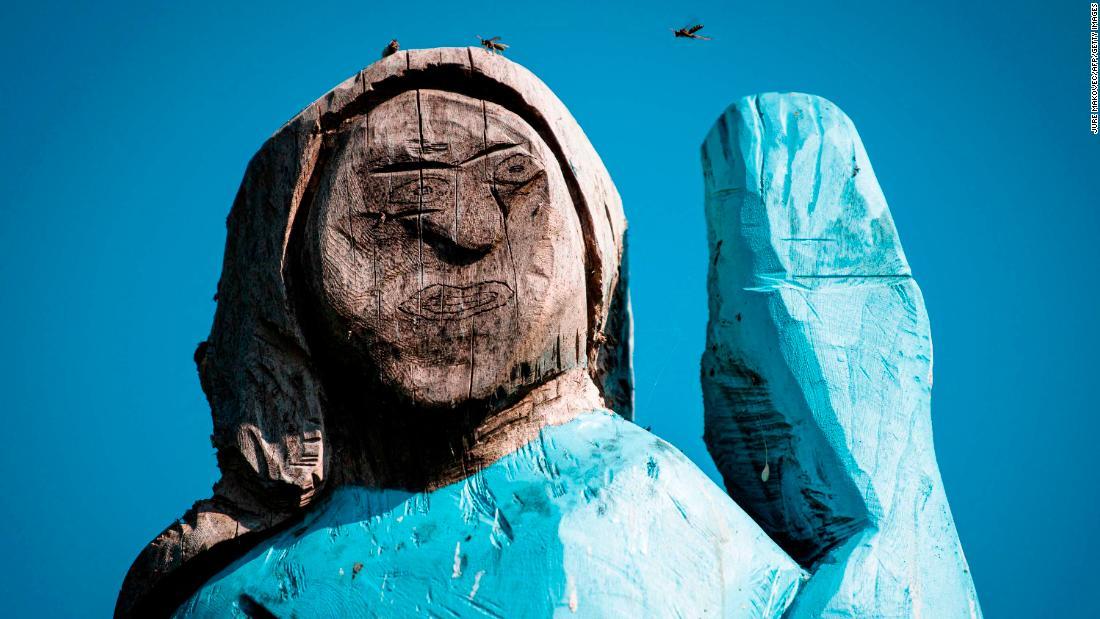 Patung Melania Trump di Slovenia dilepas setelah dibakar
