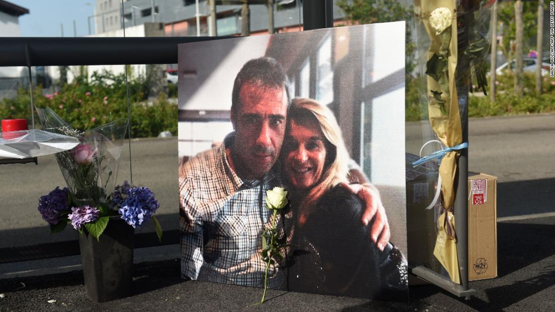 Sopir bus Prancis Philippe Monguillot meninggal setelah serangan terhadap aturan topeng