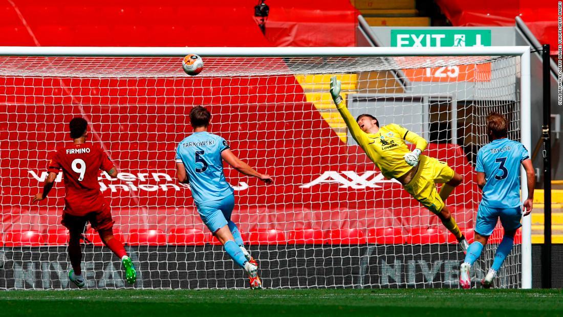 Liverpool dipegang oleh Burnley sebagai penanggung jawab atas penghitungan poin Liga Primer terhalang oleh Nick Pope