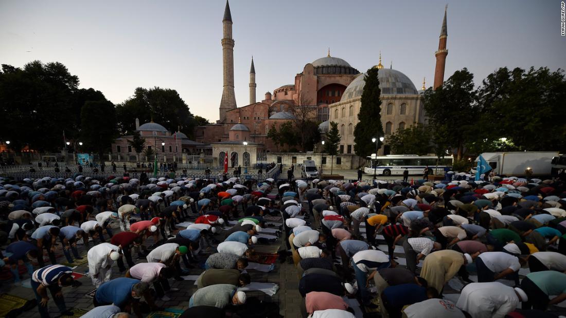 """Hagia Sophia: Paus Francis """"sangat sedih"""" ketika Turki mengubah museum menjadi masjid"""