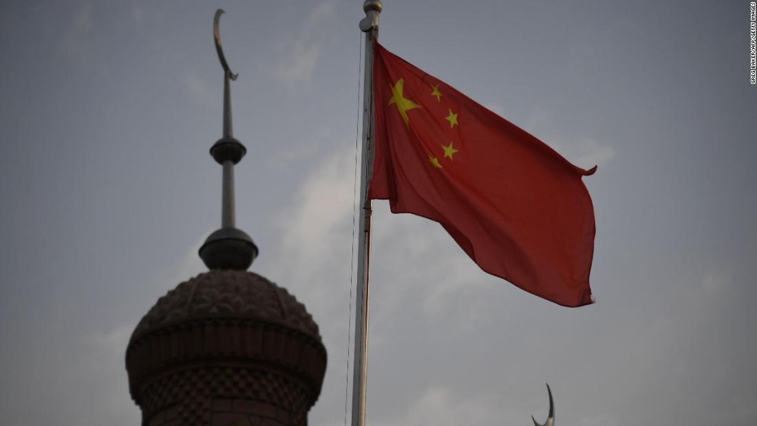 China mengumumkan sanksi pembalasan terhadap pejabat AS atas tindakan Xinjiang