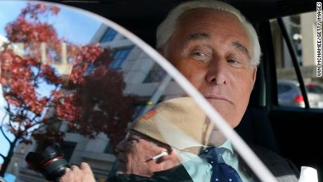 Mantan jaksa penuntut mengatakan, Stone diperlakukan secara berbeda karena hubungannya dengan Presiden & # 39;