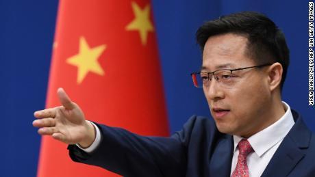 China menyerang balik ke AS dengan pembatasan media baru saat ketegangan meningkat