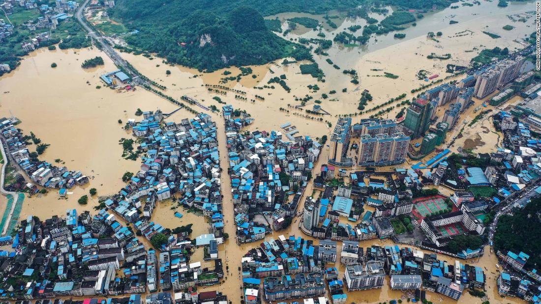 China baru saja mengandung coronavirus. Sekarang sedang berjuang menghadapi banjir terburuk dalam beberapa dekade